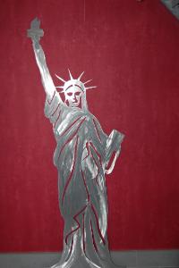 statue liberté métal design